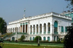 THE MINISTRY OF CULTURE EXERCISES ADMINISTRATIVE SUPERVISION OVER SIX PUBLIC LIBRARIES.
