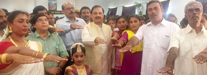 The Minister of State for Culture and Tourism (Independent Charge), Dr. Mahesh Sharma administering ...