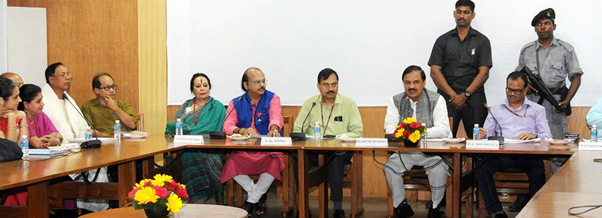 The Minister of State for Culture and Tourism (I/C), Dr. Mahesh Sharma in a meeting with the Padma Awardees and Sangeet Natak Akademi Awardees in IGNCA in New Delhi on Sept 28, 2016. The Secretary (Culture), Shri N.K. Sinha is also seen