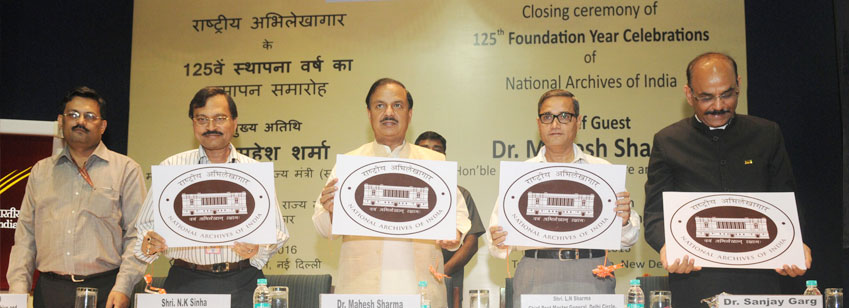 The Minister of State for Culture (IC), Tourism (IC) and Civil Aviation, Dr. Mahesh Sharma releasing the publication at the closing ceremony of the 125th Foundation Year Celebrations of the National Archives of India, in New Delhi on March 11, 2016.