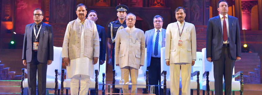 The President, Shri Pranab Mukherjee at the Closing Ceremony of the Rashtriya Sanskriti Mahotsav-2016. The Minister of State for Culture and Tourism (I/C), Dr. Mahesh Sharma and the Secretary(Culture), Shri N.K. Sinha are also seen